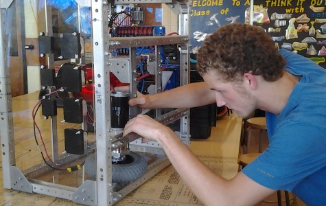 Robotics Club Builds Robots, Resumes, and Real-world Experiences