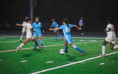 Roosevelt Center Back, Louisa Ellison, taking on the Duval Tigers.