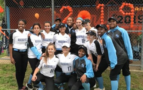 The 2019 ERHS Softball Team on last year's senior day.