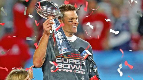 Tom Brady holding the Lombardi trophy